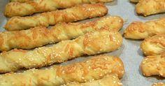 Τεμάχια:30 Υλικά  1 κιλό αλεύρι για όλες τις χρήσεις  200 γρ. βούτυρο (μαργαρίνη)  3 αυγά (τους κρόκους στη ζύμη και τα ασπρά...