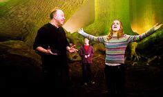 David Yates and Emma Watson BTS Harry Potter Books, Harry Potter World, David Yates, The Sorcerer's Stone, Daniel Radcliffe, Ron Weasley, Emma Watson, Hogwarts, Behind The Scenes