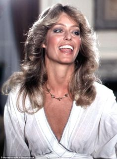 Heather Locklear has not been seen in public for months. But on Saturday evening the Melrose Place vet stopped by the Farrah Fawcett Foundation's Tex-Mex Fiesta. Heather Locklear, 70s Hair, Cheryl Ladd, Farrah Fawcett, Glamour, Classic Beauty, Hollywood Stars, Vintage Beauty, Santa Monica