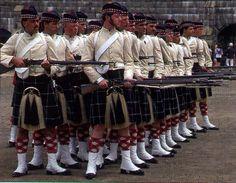 78th Highlanders, Scottish Dress, Scottish Clothing, British Army Uniform, British Uniforms, Canadian History, Canadian Art, Whiskey Room, Stirling Castle, Celtic Warriors