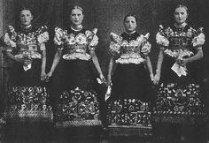 Gerő László: Matyó lányok ünnepi díszben Tolnai Világlapja, 1925. március 11. 41. Magángyűjtemény