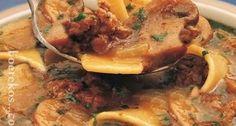 Maalvleis en Sampioen Pasta Sop 'n Welkome winters trooskos .'n pot borrelende geur-verpakte sop Oxtail Soup, Stew, Meet Recipe, South African Recipes, Budget Meals, Light Recipes, Afrikaans, Pork, Yummy Food