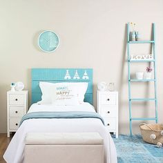 """""""〰 White & Teal 〰 Hoy os damos los buenos días con nuestro nuevo dormitorio infantil Nordic, disponible en una amplia variedad de colores. Aquí os…"""""""