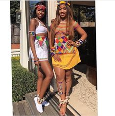 The squad goals at 's memulo 💯💯 . Zulu Traditional Attire, Zulu Traditional Wedding, African Traditional Wear, Traditional Outfits, African Attire, African Wear, African Fashion Dresses, African Tribal Girls, Carnival Headdress