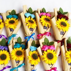 Flowers bouquet diy etsy 33 ideas for 2019 Diy Flower Boxes, Paper Flowers Diy, Handmade Flowers, Flower Crafts, Fabric Flowers, Felt Flower Bouquet, Diy Bouquet, Felt Flowers, Felt Diy