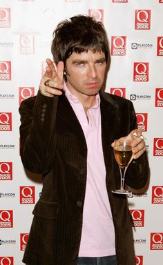 Noel Gallagher Photos - (UK TABLOID NEWSPAPERS OUT) Oasis's Noel Gallagher poses in the awards room at The Q Awards, the annual magazine's music awards, at Grosvenor House on October 2005 in London, England. - The Q Awards 2005 - Boards Absolute Radio, Q Awards, Definitely Maybe, Jeff Buckley, Liam Gallagher, British Rock, Celebs, Celebrities, Musica