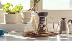 Vyzkoušeno za vás: káva Dalgona (Dalgona coffee) – Tchibo Espresso, Smoothie, Tableware, Kitchen, Espresso Coffee, Dinnerware, Cuisine, Dishes, Kitchens