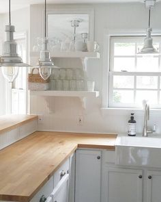 Rustic Countertops: Everything You Need to Know - Kitchen countertops with beautiful textures that will stun your eyes! White Kitchen Decor, Cozy Kitchen, Farmhouse Kitchen Decor, Country Kitchen, New Kitchen, Copper Kitchen, Kitchen Ideas, Farmhouse Style, Kitchen Sinks