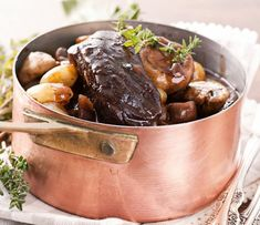 Beef Bourguignon Recipe with Red Wine Pairing Tips Beef Bourguignonne, Bourguignon Recipe, Thyme Recipes, Herb Recipes, Food Network Recipes, Dog Food Recipes, Mets Vins, Whipped Potatoes, Weird Food
