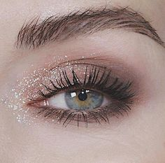 Stila Cosmetics you have created a dream with your Glitter and Glow shadow. I used The shade Diamond Dust and the Stila Cosmetics Perfect me palette in Tan deep. - Ten Different Ways of Eye Makeup Makeup Goals, Makeup Inspo, Makeup Inspiration, Makeup Ideas, Makeup Style, Makeup Pics, Makeup Quotes, Makeup Geek, Style Inspiration