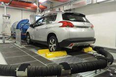 Testes realizados em um veículo Peugeot no Laboratório de Emissões Veiculares na fábrica de Porto Real (RJ) | © Peugeot