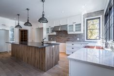 Love the 2 different colors in the kitchen
