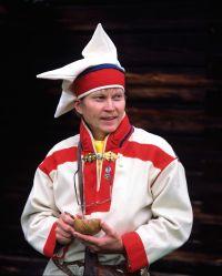 Exhibition 2007 in Tampere, Finland. Sámi contemporary artefacts made by members of the Sámi Duodji Association along with traditional dresses from Finland's Sámi areas   Duodji - perinteistä saamelaista käsityötä. Kuva: Saamelaismuseo Siida
