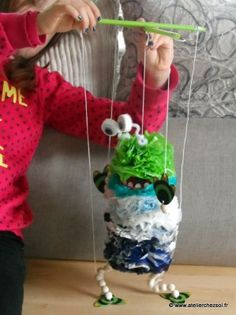 [On a testé] Monstre marionnette en sacs plastique recyclés - Créer avec les enfants en recyclant