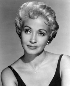 Listen to music from Jane Powell like Wonderful, Wonderful Day, When You're In Love & more. Find the latest tracks, albums, and images from Jane Powell. Hollywood Stars, Hollywood Actor, Golden Age Of Hollywood, Vintage Hollywood, Classic Hollywood, Hollywood Icons, Hollywood Actresses, Female Movie Stars, Old Movie Stars