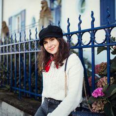 Pour celles et ceux qui seraient arrivés récemment sur ce compte, bienvenue ! Je m'appelle Catarina et je suis passionnée de style🌸 A travers mon blog, je partages mon raisonnement et mes conseils pour avoir une garde-robe efficace. Jean 1, Inspiration Mode, Blogging, Fashion, Transparent Shirt, Beautiful Blouses, Red Pumps, Dressy Outfits, Dress Pants