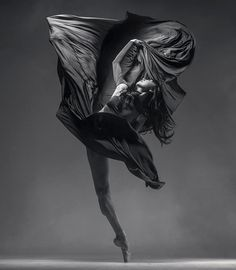 Powerfully Theatrical and Explosive Dance Photography By Vadim Stein Ukrainian dance photographer Vadim Stein invites us to a sensational series of artistic dance photography. Ballet Poses, Dance Poses, Ballet Dancers, Contemporary Dance, Contemporary Photography, Ballet Photography, Video Photography, Dance Aesthetic, Home Dance