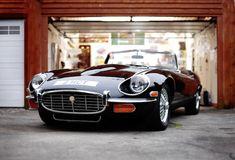 1974 Jaguar E-Type Series III Commemorative Roadster! Always wanted an E-Type! Classic Sports Cars, Luxury Sports Cars, Classic Cars, Porsche Classic, Classic Style, Sexy Cars, Hot Cars, Carros Lamborghini, Ferrari Laferrari