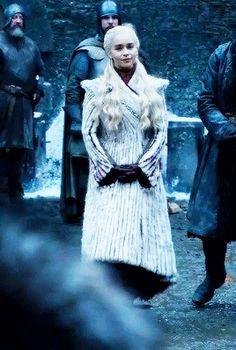 Daenerys Targaryen (GoT I used to like her but now I hate her - Marvel - Game of Thrones A Dance With Dragons, Got Dragons, Mother Of Dragons, Game Of Thrones 1, Game Of Thrones Funny, Emilia Clarke, Dreamworks, Khaleesi, Daenerys Targaryen Art