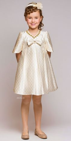 Best known for their flamboyant fashion pieces for girls, Graci creates dresses of liquid silk and soft tulle all sprinkled with clever use. Little Girl Outfits, Little Girl Fashion, Little Girl Dresses, Kids Outfits, Girls Dresses, Flower Girl Dresses, Young Fashion, Kids Fashion, Latest Fashion