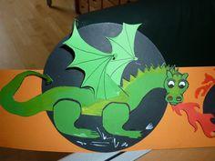 Hoed draak, de vleugels met een splitpen of met een dubbelzijdige plakker vastzetten.