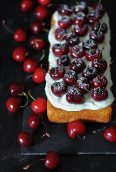 Almond and cherry sponge cake - Sweet snacks