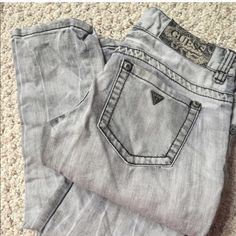 Guess❤️Straight Leg Jeans Grey wash sz 27 straight leg jean ❤️worn once❤️ rhinestones on closure and pockets❤️beautiful jeans❤️ Guess Jeans Straight Leg