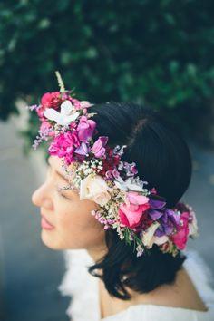 Farbenfroher Blumenkranz für eine gelungene Hochzeit!  #tollwasblumenmachen #wedding #hochzeit #inspiration #flowercrown #blumenkranz
