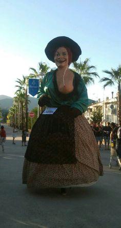 La Rigoberta de La Bisbal ruixant  als badocs.