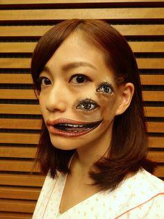 Hikaru Cho est une artiste japonaise âgée de seulement 19 ans, mais dotée d'un très grand talent. Adepte du body painting, elle ajoute à cette discipline sa touche personnelle : de la peinture acrylique, dont elle se sert pour créer des illusions d'optique.