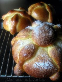 Pan de muerto ~ un pan dulce mexicano~ Often served with Atole, ahot beverage thickened with masa, for dipping. Atole recipe under Breads too. Mexican Sweet Breads, Mexican Bread, Mexican Dishes, Mexican Food Recipes, Dessert Recipes, Mexican Desserts, Atole Recipe, Bread Recipes, Cooking Recipes