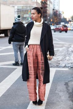 How to style a chunky turtleneck sweater for fall and winter - click for more outfit ideas