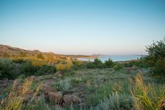 From delicious restaurants to beautiful state parks, here are 10 places in Oklahoma that are way out in the boonies but so worth the extra drive. If you've never taken the time to get out and explore places farther away, there's no better time than now. Oklahoma Attractions, Oklahoma Tourism, Travel Oklahoma, Usa Places To Visit, Places To Go, Wichita Mountains, Mountain Park, Hidden Places, Great Plains