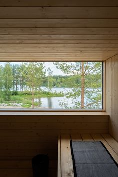 Taloesittely Laukaassa Hot Tub Patio, Outdoor Sauna, Sauna Design, Sauna Room, Modern Cottage, Tiny House Design, Cabins In The Woods, Prefab, Log Homes