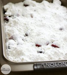 The most simple fruit cobbler recipe ever - Cake Mix Cobbler! It's made with only three ingredients - cake mix, frozen fruit and pop! Easy Blackberry Cobbler, Blackberry Dessert, Rhubarb Cobbler, Rhubarb Cake, Fruit Cobbler, Rhubarb Desserts, Easy Desserts, Box Cake Recipes, Pie Recipes