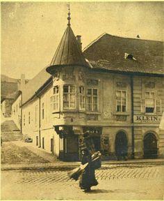 Ilyen is volt Budapest - 1920 táján Fő utca a Pala utcánál Old Pictures, Old Photos, Vintage Photos, Travel Around The World, Around The Worlds, Frozen In Time, History Photos, Budapest Hungary, Vintage Photography