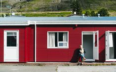 Theo Benjamin's picture of a red icelandic cabin  #sonyImages#sony#sonyalpha#sonyalpha_switzerland#sonypictures#a7rii #sonyalphapro @sonyalphagallery @sonyalpha_switzerland #photography#visualambassadors#photographer#BeAlpha #portrait#portraitvision#portraitpage#ig_portrait#portraitphotography#autumnoutfit#fallweather#pmgridchallenge#moodygram#lensbible#naturegram#portraitgame#exploringtheglobe#bealpha#sonyalpha#fashionphotography#instadaily