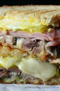 This fresh pressed Cuban (Cubano) sandwich is made using homemade crispy pork, ham, pickles, mustard and swiss cheese. It's perfect for lunch or dinner. Kubanisches Sandwich, Soup And Sandwich, Sandwich Recipes, Vegetarian Sandwiches, Grilled Sandwich, Food Trucks, Panini Grill, Great Recipes, Favorite Recipes