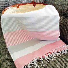 Fouta tunisienne éponge de plage canapé Jetés de lit fouta grande taille Weaving Projects, Linen Curtains, Weaving Patterns, Yarn Crafts, Textile Art, Crochet Hooks, Fiber Art, Baby Car Seats, Hand Weaving