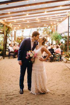 Confira cada detalhe do casamento da praia de Letícia e Marcelo à beira mar com uma decoração de tirar o fôlego!