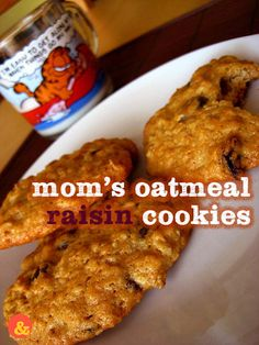 Mom's Oatmeal Raisin Cookies: Buttery old fashioned oatmeal cookies with cinnamon and lots of plump raisins!