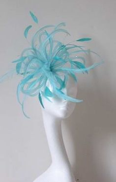 Love the color and how it reminds me of a bird! I wish I had events to go to that called for a fascinator like this! Fascinator Hats, Headpiece, Fascinators, Headdress, Derby Outfits, Mad Hatter Hats, Kentucky Derby Hats, Church Hats, Love Hat