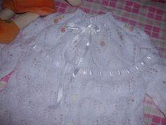 ARTES EM TRICÔ E CROCHÊ PARA BEBÊ: CASAQUINHO PALA BORDADA Bebe Baby, Crochet Bebe, Montage, Baby Knitting, Kids, Junho, Knit Baby Sweaters, Wool Sweaters, Crochet Baby Clothes
