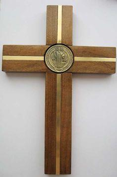Cruz San Benito madera Coigue con incrustacion bronce, Viareggio Articulos…
