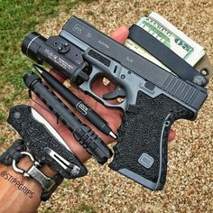 Am I the only one turned on right now? PC: @stippgrips #Glock #GlockPorn #glocksdaily