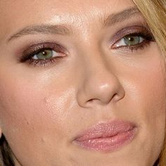 Scarlett Johansson Matched Her Purple Eyeshadow to Her Dress - Beauty Editor: Celebrity Beauty Secrets, Hairstyles
