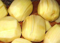 Sajtos burgonya, a világ legfinomabb körete, amitől a szavad is eláll - Ketkes.com Garlic, Vegetables, Fruit, Food, Essen, Vegetable Recipes, Meals, Yemek, Veggies