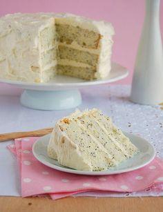 Lemon-poppy seed cake with vanilla-cream cheese frosting / Bolo de limão siciliano e sementes de papoula com cobertura de baunilha e cream cheese
