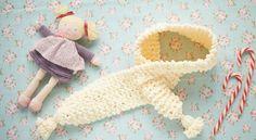Tricot : une écharpe au point mousse Accessible aux débutantes, cette écharpetoute douce tiendra bien au chaud le cou des petits avec sa boutonnière géante. La technique est simplissime sans diminutions ni mailles à rabattre. Il suffit de savoir tricoter les mailles à l'endroit. Suivez notre pas à pas pour réaliser à votre tour cette écharpe.