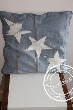 Kussen met sterren, van old jeans gemaakt. Made by A-leebel.nl